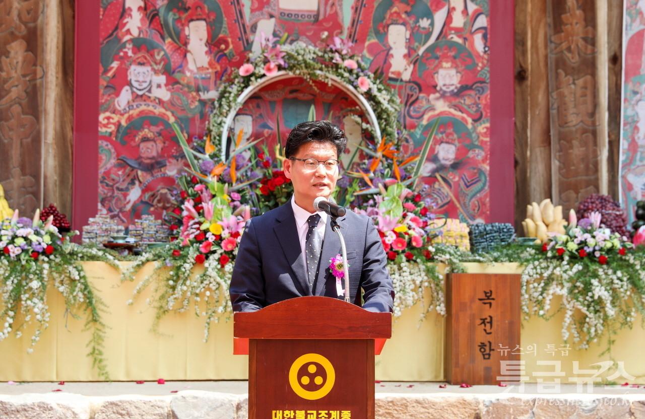 김정섭 시장이 축사를 하고 있다.